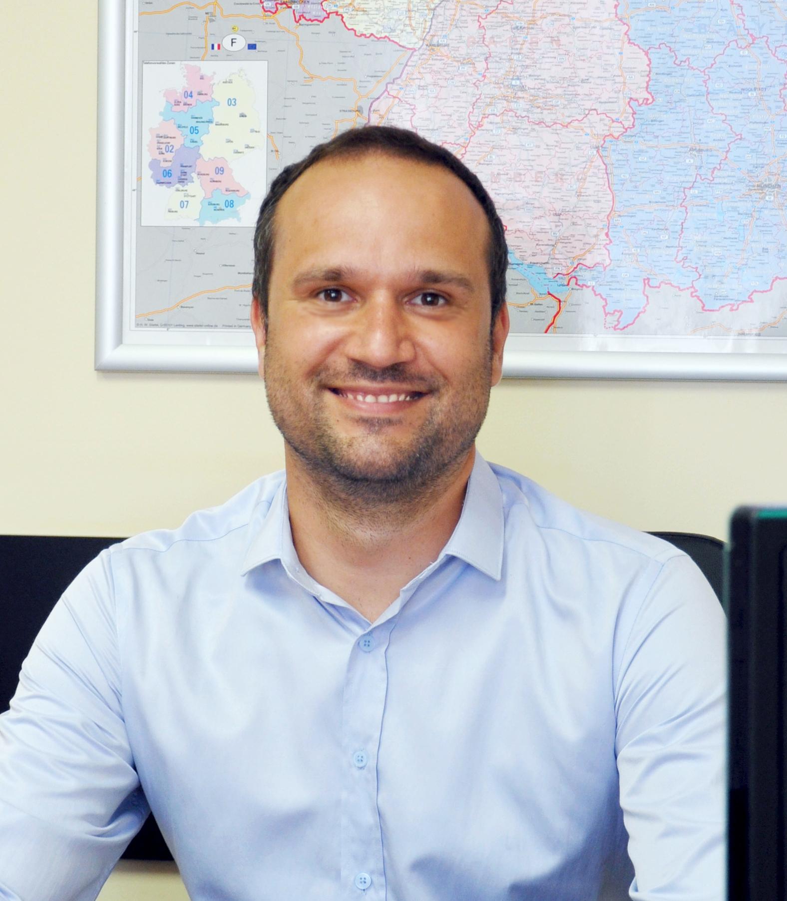 Atanas Velinov : Service Manager
